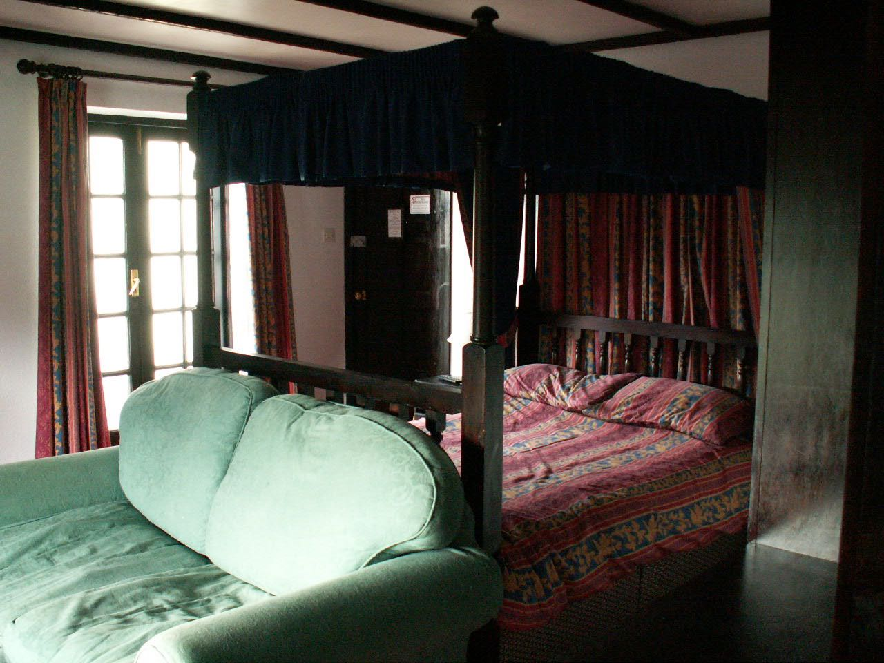 image showing Bedroom 4poster 001